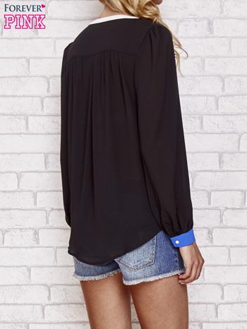 Czarna koszula z kontrastową kieszenią i mankietami                                  zdj.                                  4