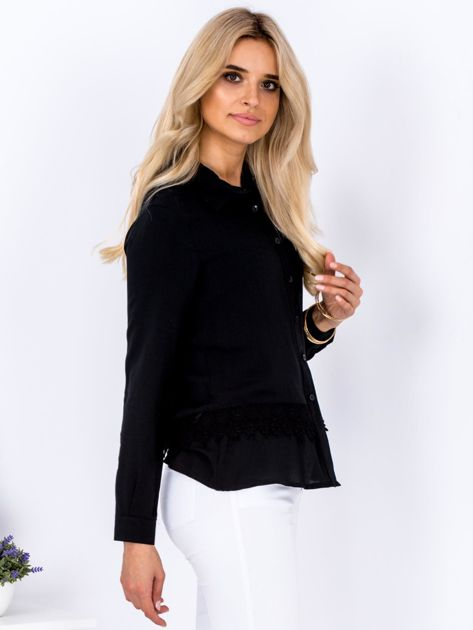 Czarna koszula z koronkową lamówką                              zdj.                              3