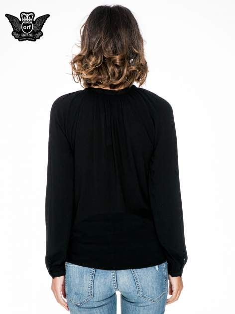 Czarna koszula z marszczonym dekoltem i wzorzystą wstawką w stylu hippie                                  zdj.                                  4