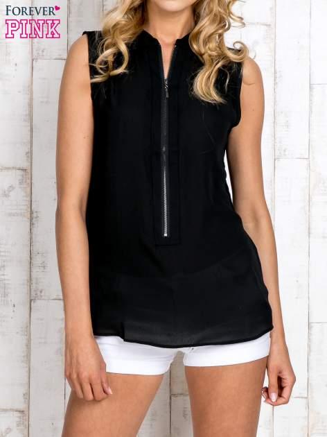 Czarna koszula z suwakiem i ażurową aplikacją na plecach