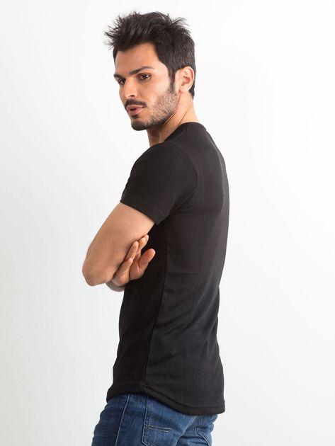 Czarna koszulka męska z napisem                              zdj.                              3