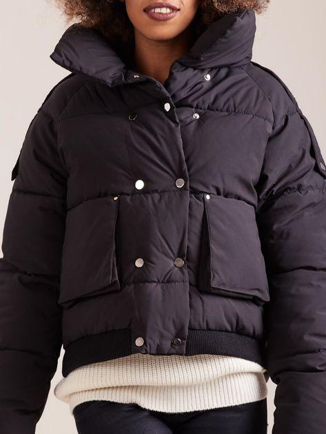Czarna krótka kurtka puchowa                               zdj.                              6