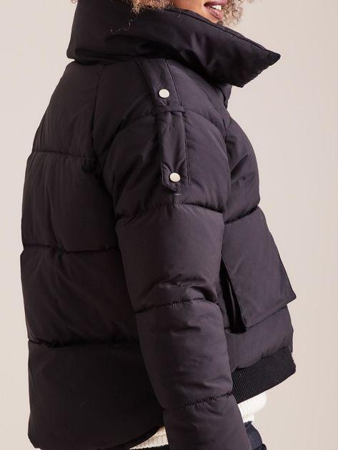 Czarna krótka kurtka puchowa                               zdj.                              9