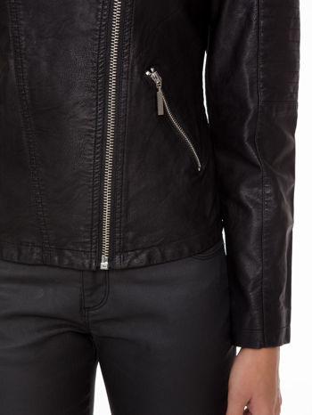 Czarna kurtka biker z przeszyciami na ramionach                                  zdj.                                  6