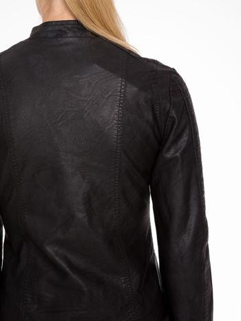 Czarna kurtka biker z przeszyciami na ramionach                                  zdj.                                  8