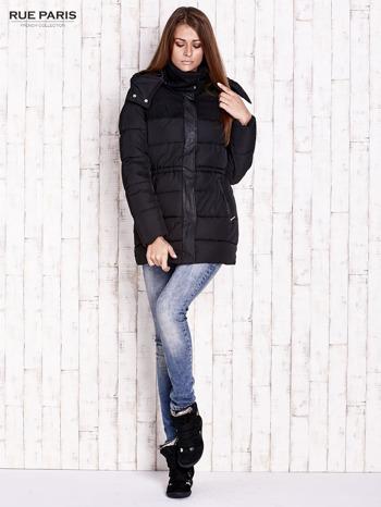 Czarna kurtka puchowa ze skórzanymi wstawkami                                  zdj.                                  2