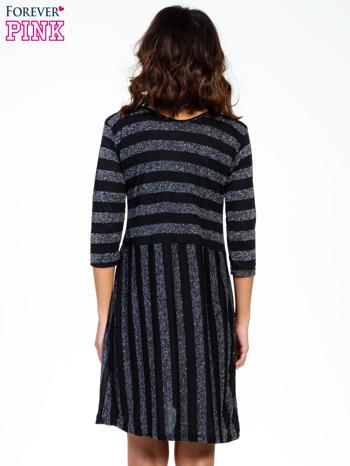 Czarna melanżowa sukienka z motywem pasków                                  zdj.                                  4