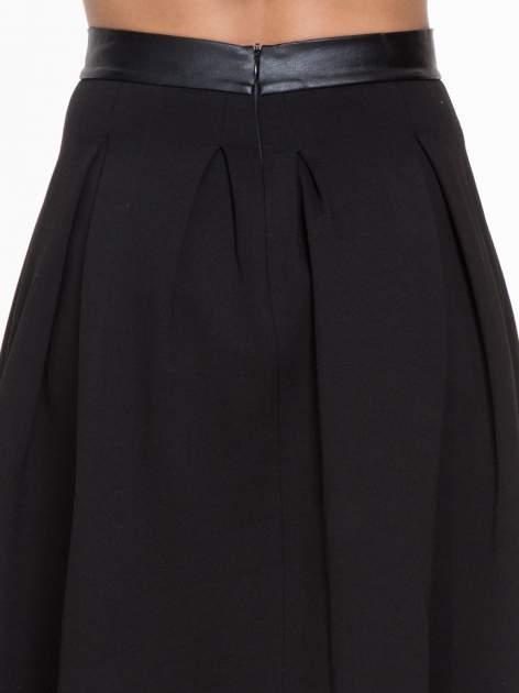 Czarna midi spódnica ze skórzanym pasem na dole                                  zdj.                                  6