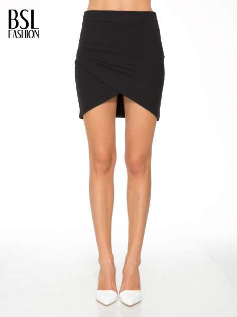 Czarna mini spódnica kopertowa