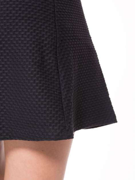 Czarna mini spódnica skater z fakturą                                  zdj.                                  6