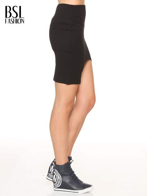 Czarna mini spódnica z wycięciem z przodu                                  zdj.                                  3