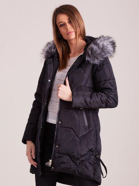 Czarna pikowana kurtka na zimę                              zdj.                              7