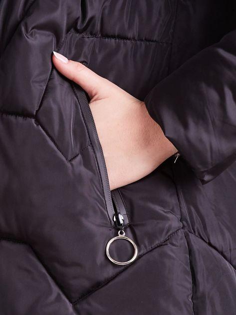 Czarna pikowana kurtka na zimę                              zdj.                              9