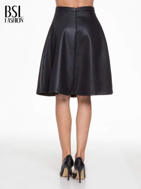 Czarna pikowana spódnica midi                                  zdj.                                  4