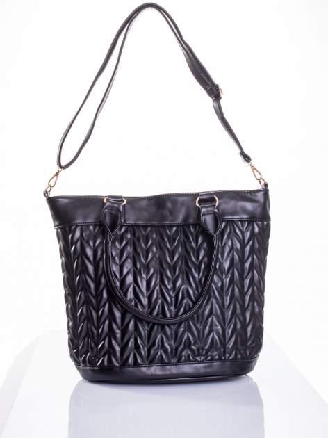 Czarna pikowana torba na ramię                                  zdj.                                  6