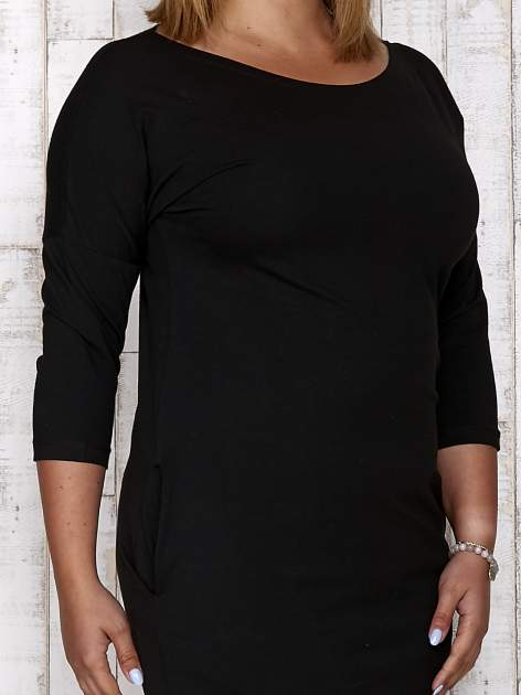 Czarna prosta sukienka dresowa PLUS SIZE                                  zdj.                                  5