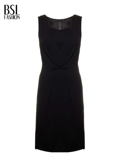 Czarna prosta sukienka z drapowaniem z przodu                                  zdj.                                  5