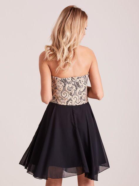 Czarna rozkloszowana sukienka z koronką                              zdj.                              2
