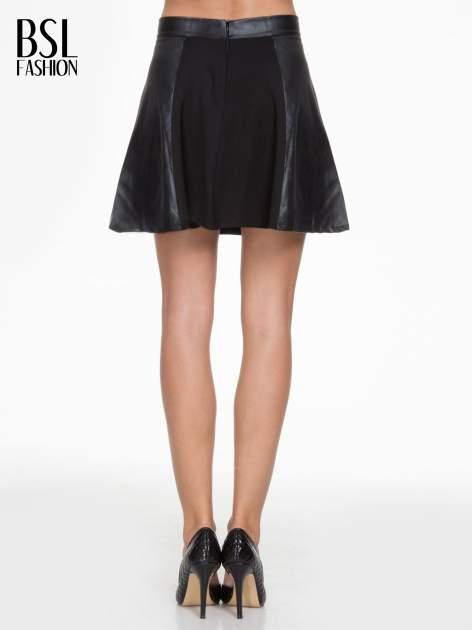Czarna skórzana mini spódniczka                                  zdj.                                  4