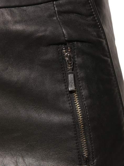 Czarna skórzana spódnica mini z kieszeniami                                  zdj.                                  3
