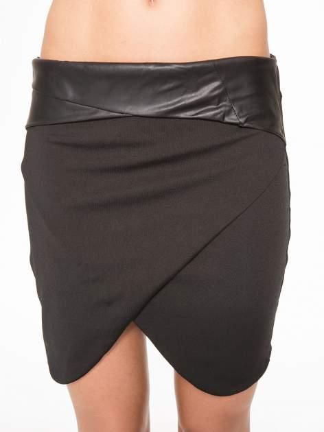 Czarna spódnica kopertowa ze skórzanym pasem                                  zdj.                                  9