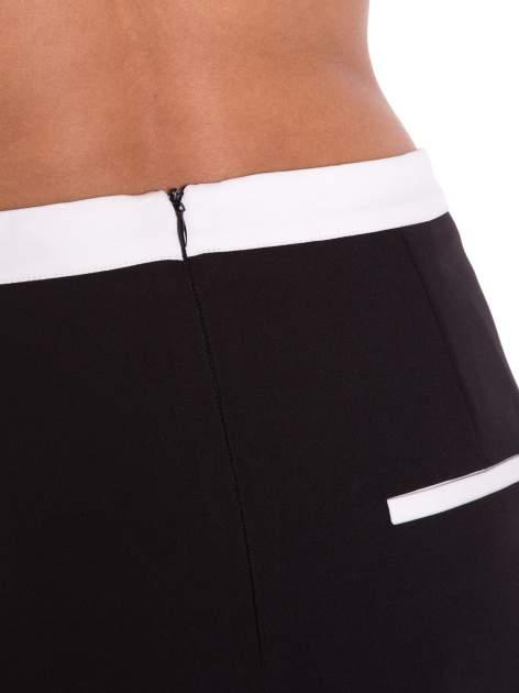Czarna spódnica two tone z kontrastowymi białymi pasami                                  zdj.                                  4