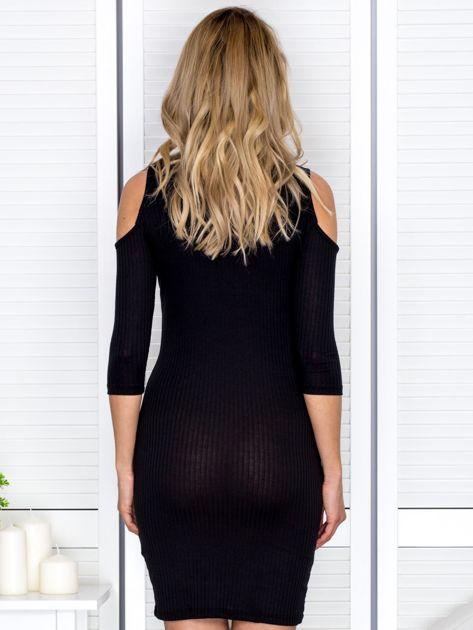 Czarna sukienka cold arms prążkowana                              zdj.                              2