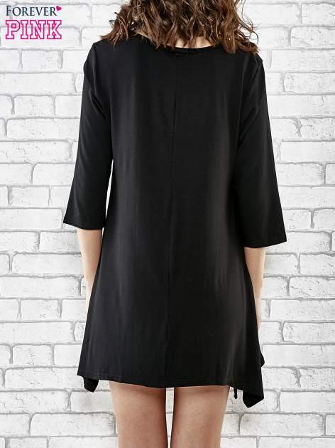 Czarna sukienka damska z nadrukiem kotów                                  zdj.                                  4