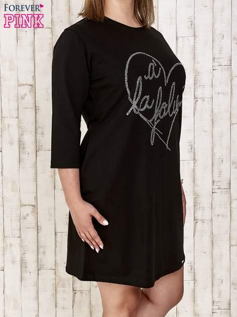 Czarna sukienka dresowa z dżetami PLUS SIZE                                  zdj.                                  3