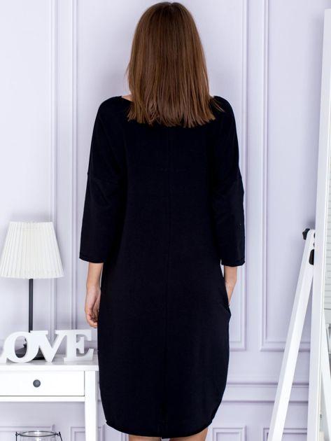 Czarna sukienka dresowa z napisem FASHION                              zdj.                              2