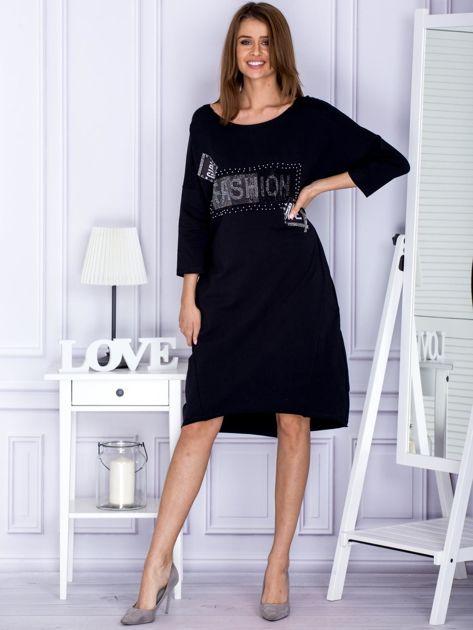 Czarna sukienka dresowa z napisem FASHION                              zdj.                              4