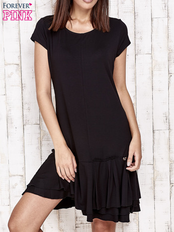 Czarna sukienka dresowa z ozdobną falbaną