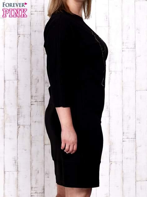 Czarna sukienka dresowa z sercem z dżetów PLUS SIZE                                  zdj.                                  3