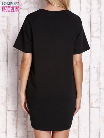 Czarna sukienka dresowa z silver printem                                  zdj.                                  2