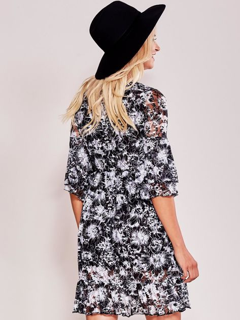 Czarna sukienka koronkowa z falbaną                              zdj.                              2