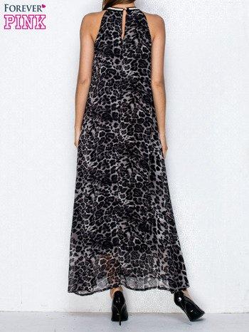 Czarna sukienka maxi w panterę z biżuteryjnym dekoltem                                  zdj.                                  2