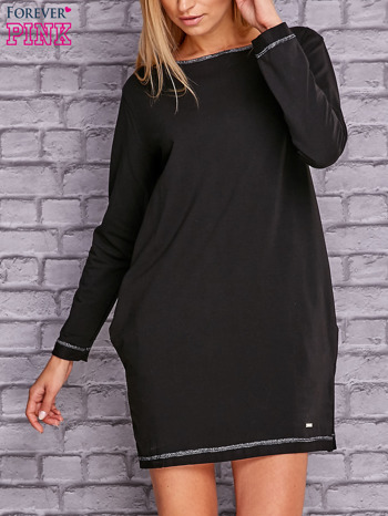Czarna sukienka oversize z kieszeniami                                  zdj.                                  1