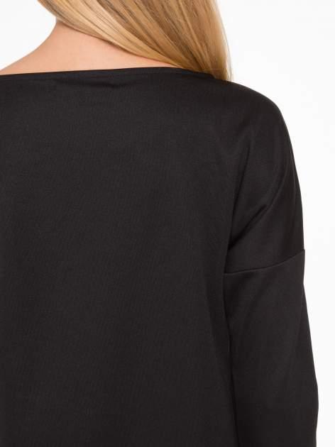 Czarna sukienka oversize z obniżoną linią ramion                                  zdj.                                  7