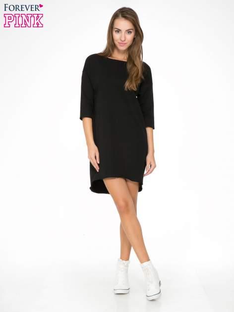 Czarna sukienka oversize z surowym wykończeniem                                  zdj.                                  2