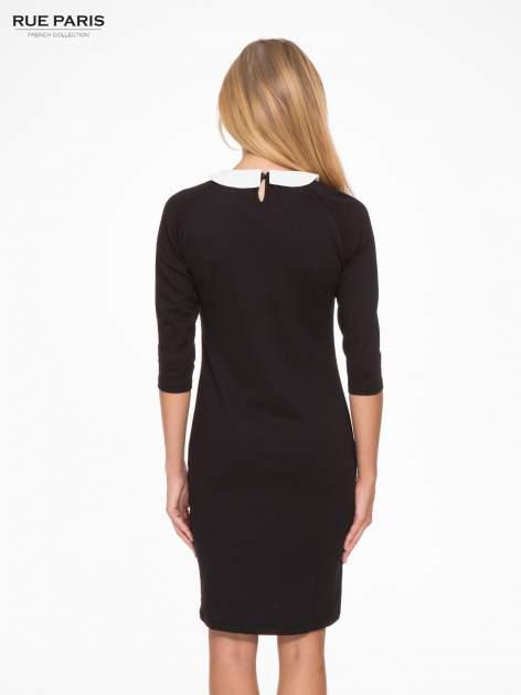 Czarna sukienka pensjonarka z białym kołnierzykiem                                  zdj.                                  4