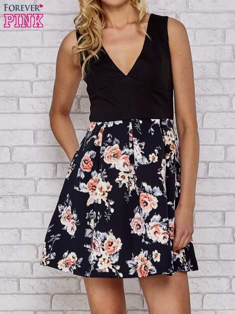 Czarna sukienka skater z kwiatowym dołem                                  zdj.                                  1