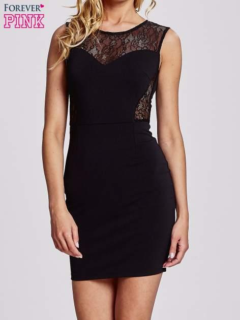 Czarna sukienka tuba z koronkowymi wstawkami                                  zdj.                                  1