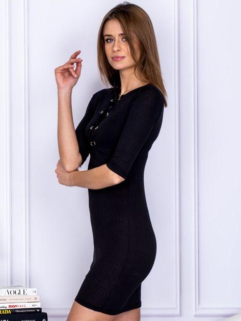 Czarna sukienka w prążek z dekoltem lace up                                  zdj.                                  3