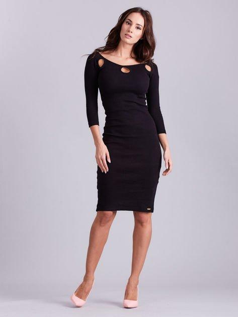 Czarna sukienka w prążek z wycięciami                              zdj.                              3