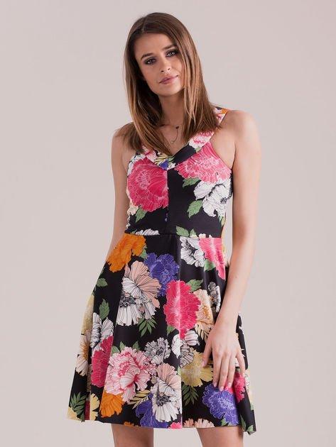 Czarna sukienka we wzór kolorowych kwiatów                              zdj.                              1
