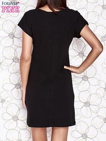 Czarna sukienka z cekinowym motylem                                  zdj.                                  4