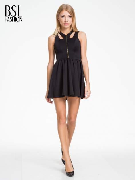 Czarna sukienka z dekoltem cut out i złotym zipem                                  zdj.                                  2
