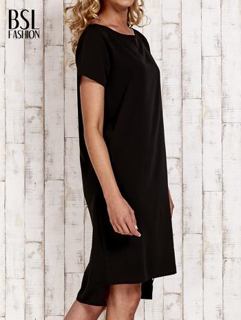 Czarna sukienka z dłuższym tyłem                                  zdj.                                  3