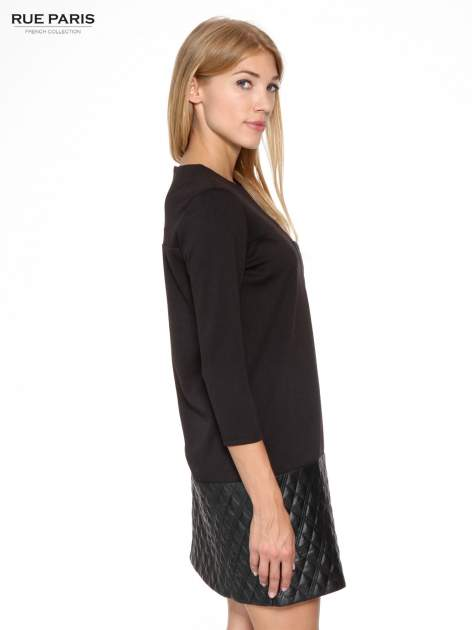 Czarna sukienka z kieszonką i dołem z pikowanej skóry                                  zdj.                                  3