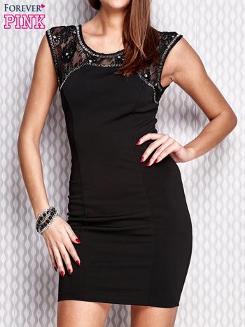 Czarna sukienka z koronkową wstawką i aplikacjami przy dekolcie                                  zdj.                                  1